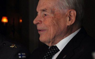 Rauhanturvaajaliitto kunnioittaa viimeisen Mannerheim-ristin muistoa